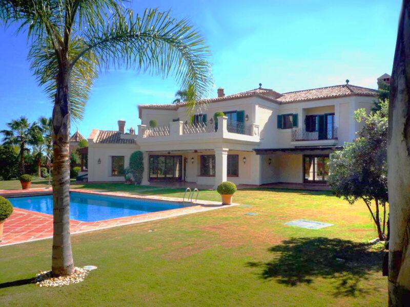 Construcción de villa de lujo en urbanización Rio Verde de Marbella